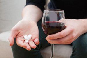 Эксперты: Совместим ли алкоголь с антибиотиками