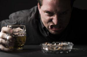 Агрессия при алкогольном опьянении: причины и лечение
