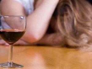 Женский алкоголизм – лечение в домашних условиях реально