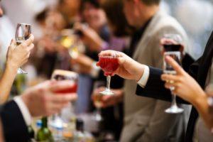 Пьющая Россия в мире алкоголя: сколько и как выпивают россияне