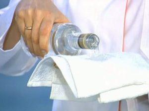 Водка при температуре: употребление и растирание