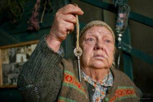 Бабушка заговаривает и лечит от алкоголизма